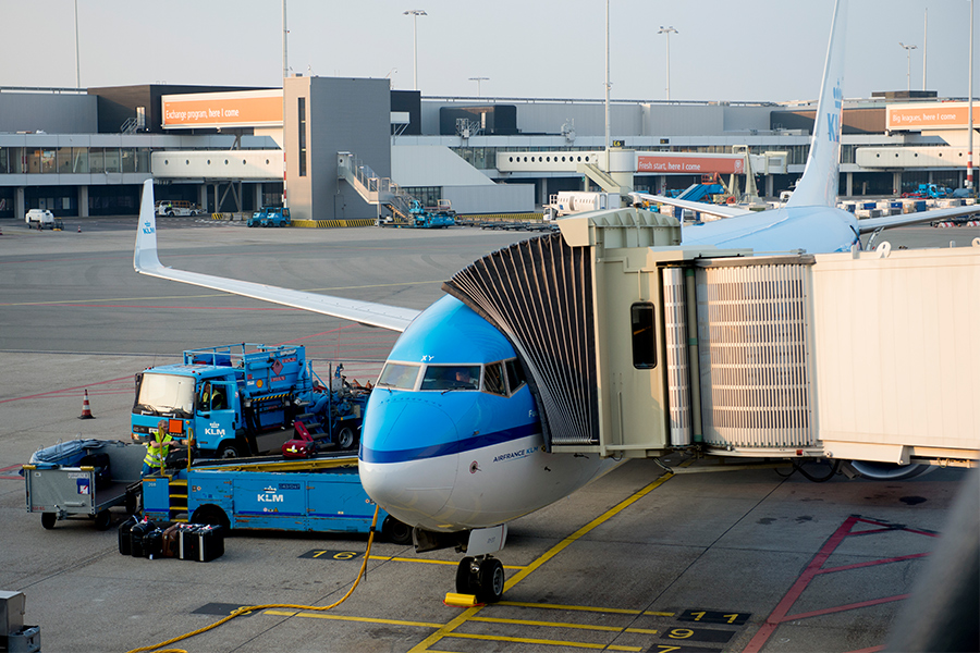 Vliegtuig-gate-schiphol-vliegtickets