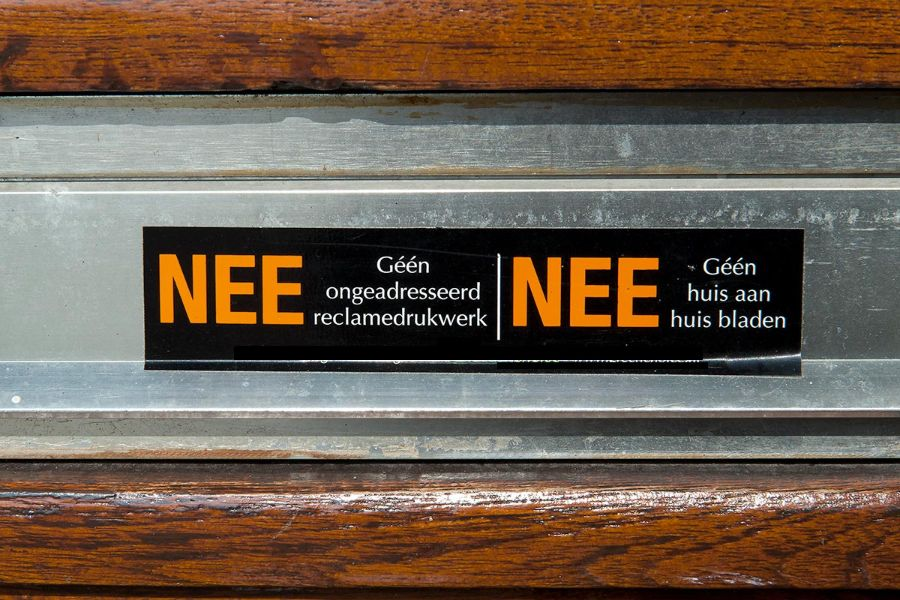 nee-nee-sticker