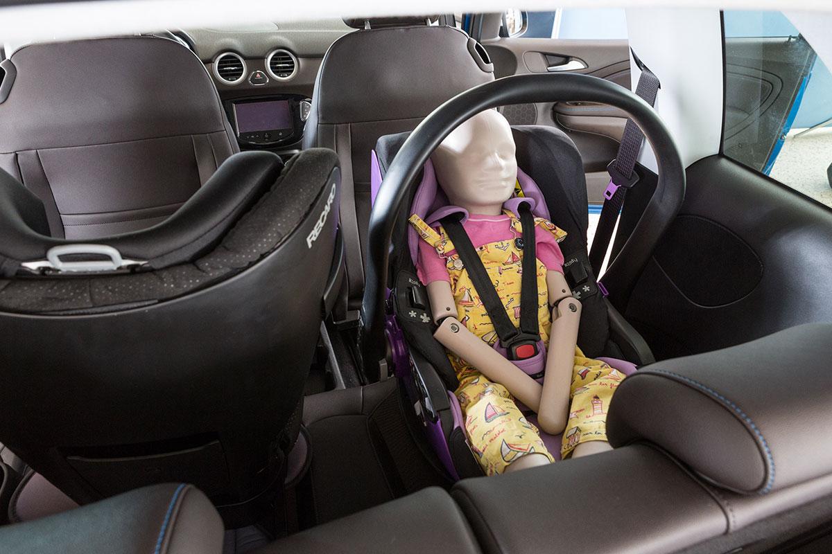 Hoe wij testen Installeren in auto peuter