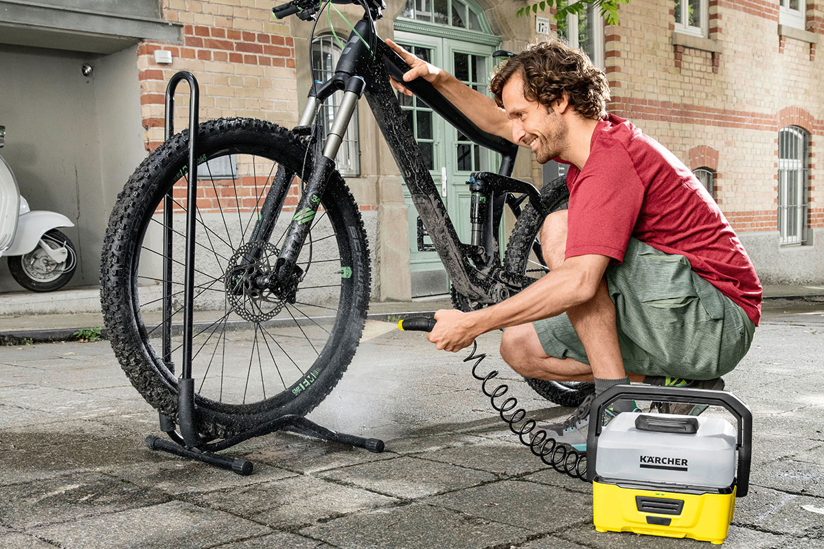 Kaercher_Mobile_Outdoor_Cleaner_Bike