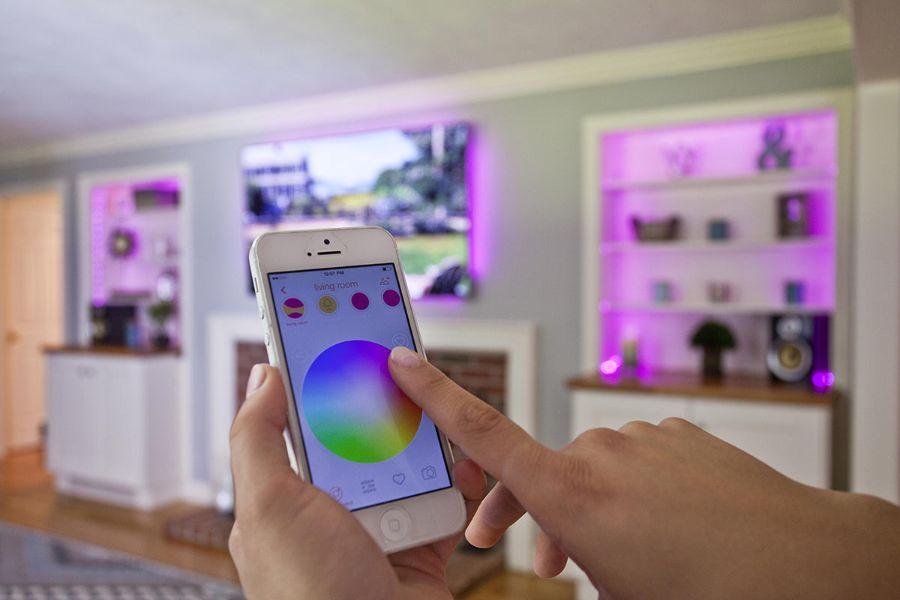 https://www.consumentenbond.nl/binaries/content/gallery/cbhippowebsite/tests/led-lamp/afbeeldingen/osram-lightify-huiskamer-sfeerbeeld.jpg/osram-lightify-huiskamer-sfeerbeeld.jpg/cbhippowebsite%3Aplcl