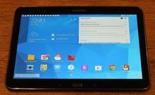 Foto van Samsung Galaxy Tab 4 schuin van boven genomen