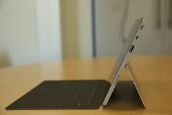 Microsoft Surface 2 in laptopstand