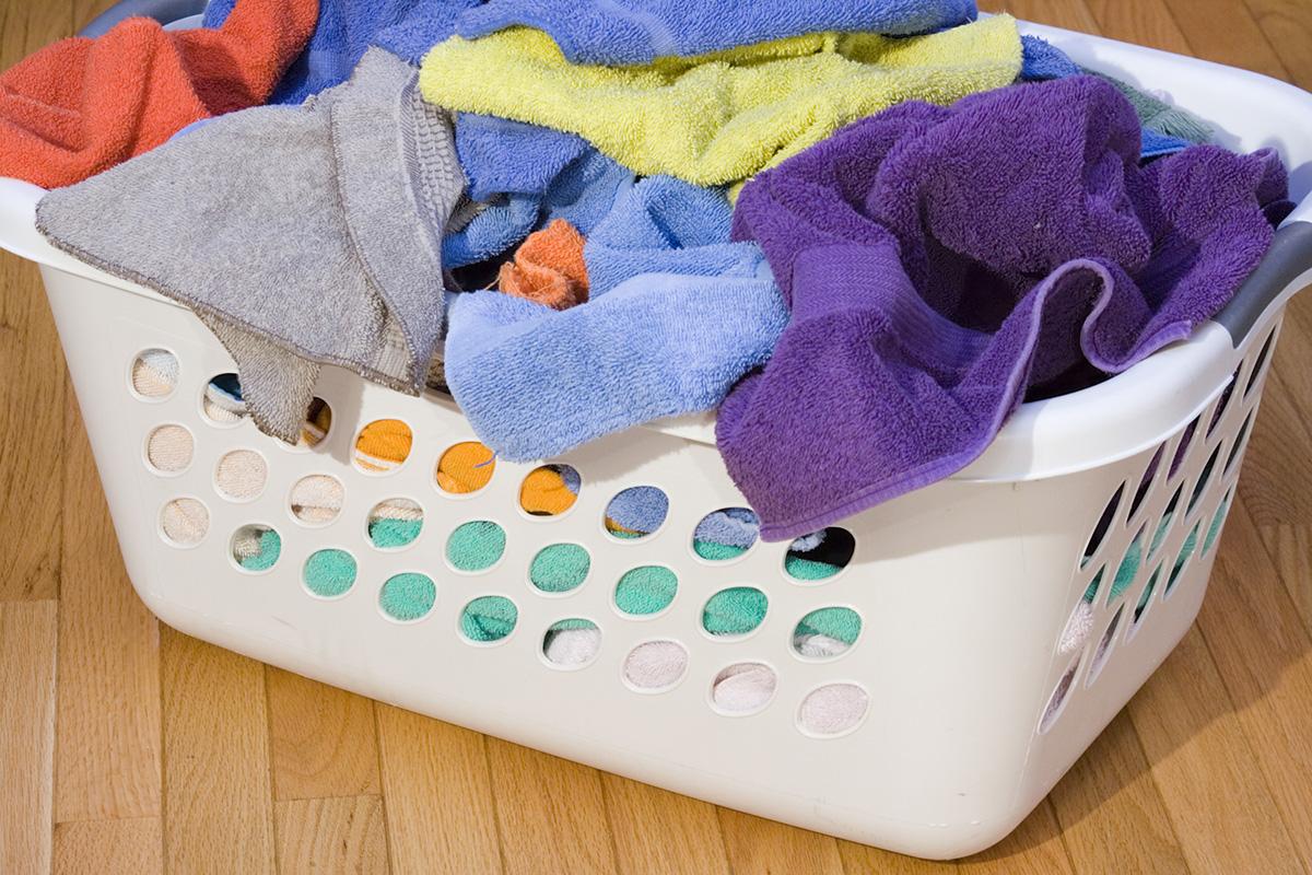volle wasmand voor wasmachine