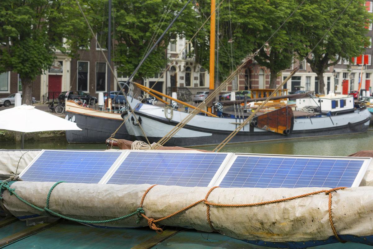 boot dordrecht haven zonnepanelen